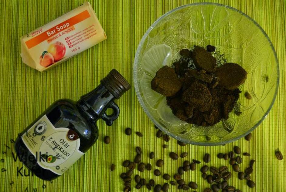 Ręcznie robione peelingujące i antycellulitowe mydełko z ziarnami kawy – DIY