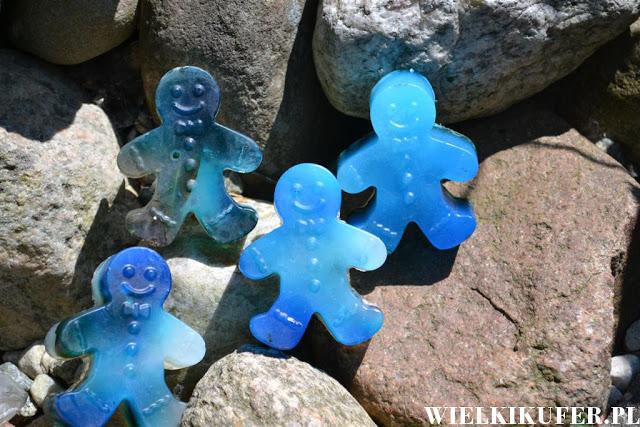 Kreatywne wakacje – Najazd niebieskich intruzów czyli mydła glicerynowe dla dużych i małych – DIY