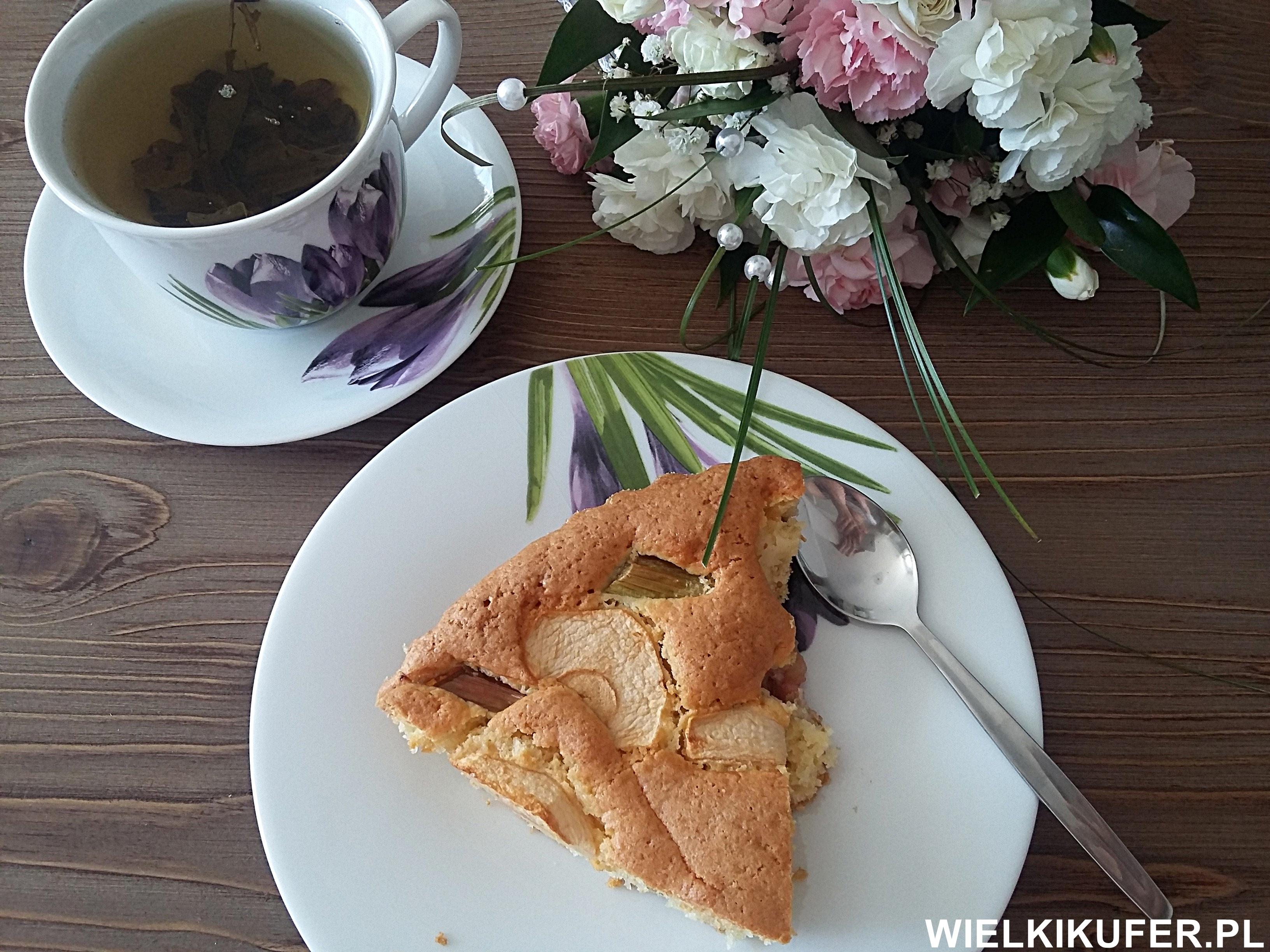 Co można zrobić z rabarbaru? Ciasto z jabłkami i rabarbarem, kompot z gruszek, jabłek i rabarbaru