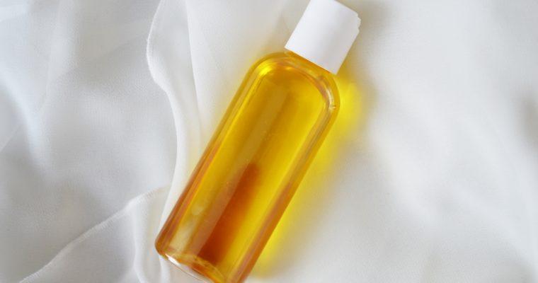 Czym olejować włosy? Koktajl olejowy z 10 olejów – DIY