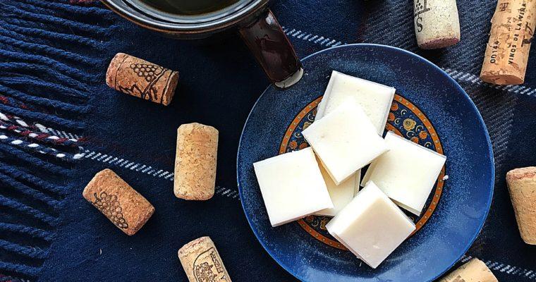 Pierwsza pomoc w przeziębieniu, katarze czy bólu głowy – aromatyczne woski do kominków